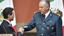 Quién es Salvador Cienfuegos, el influyente militar y exsecretario de Defensa mexicano detenido en EEUU