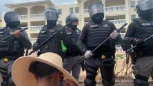 La tensión que se vive en la protesta en Rincón por construcción de una piscina