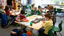Junta escolar de Broward vota a favor de exigir el uso de mascarillas en las escuelas por repunte del coronavirus