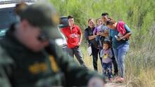 Nueva ola pandémica frena planes para detener deportaciones aceleradas en la frontera