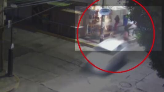 Tras una discusión, conductor atropella a una mujer y a su bebé