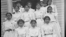 Arrancados de sus familias y convertidos en conejillos de indias: los internados para niños indígenas en Canadá