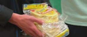 Un entrenador fue despedido tras penoso incidente racista de lanzar tortillas a contrincantes