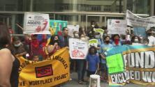 Trabajadores informales protestan en Nueva York por las dificultades para acceder a fondo de ayuda económica