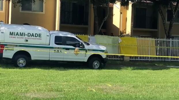 Investigan un posible caso de violencia doméstica en Homestead que deja una mujer muerta