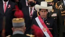Prometiendo que no expropiará la propiedad privada, Pedro Castillo se posesiona como el nuevo presidente de Perú