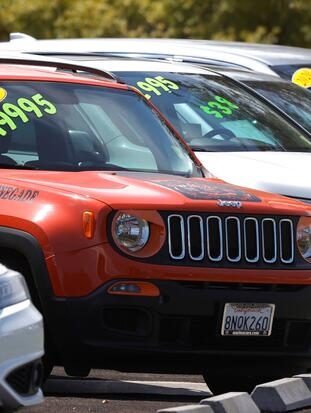 CORTE MADERA, CALIFORNIA - JULY 13: Used cars are displayed on the sales lot at Marin Acura on July 13, 2021 in Corte Madera, California. According the U.S. Labor Department, the U.S. consumer price index increased 0.9% in June and 5.4% from the same month one year ago, the highest 12-month rate increase since 2008. (Photo by Justin Sullivan/Getty Images)