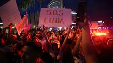 Así se vive el fervor patriótico en la Pequeña Habana por lo que llaman el despertar del pueblo cubano