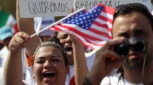 Demócratas insisten en vieja estrategia legislativa para regularizar a dreamers, trabajadores agrícolas y portadores del TPS