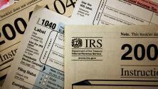 ¿Por qué algunas familias latinas tienen dudas sobre recibir el crédito tributario por hijo?