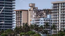 Tras el derrumbe de un edifico en Surfside, Florida, los vecinos del lugar intentan retomar sus vidas